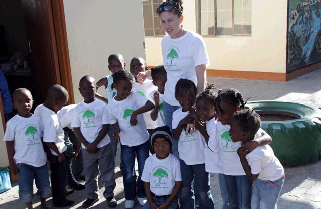Leah_Dannoff_with_Kids_in_Namibia